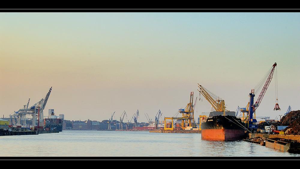 Rosshafen in Abendlicht
