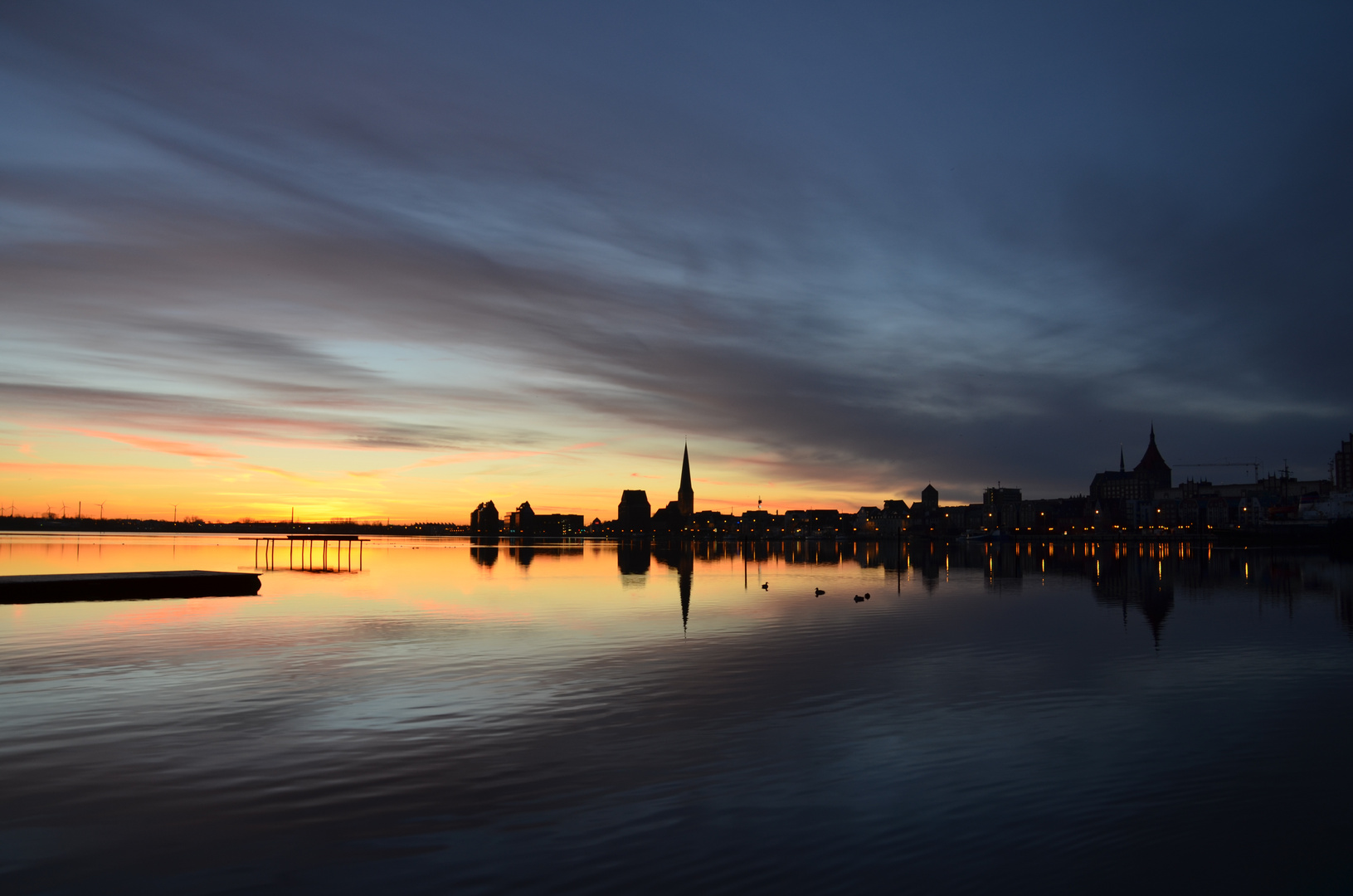 Rostock beim Sonnenaufgang