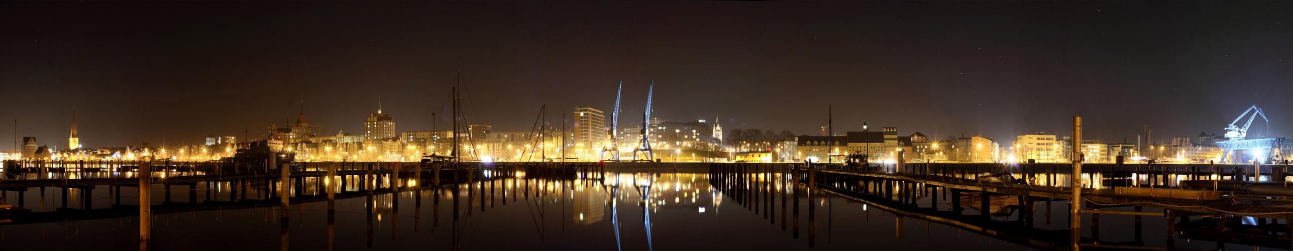 Rostock Panorama bei Nacht