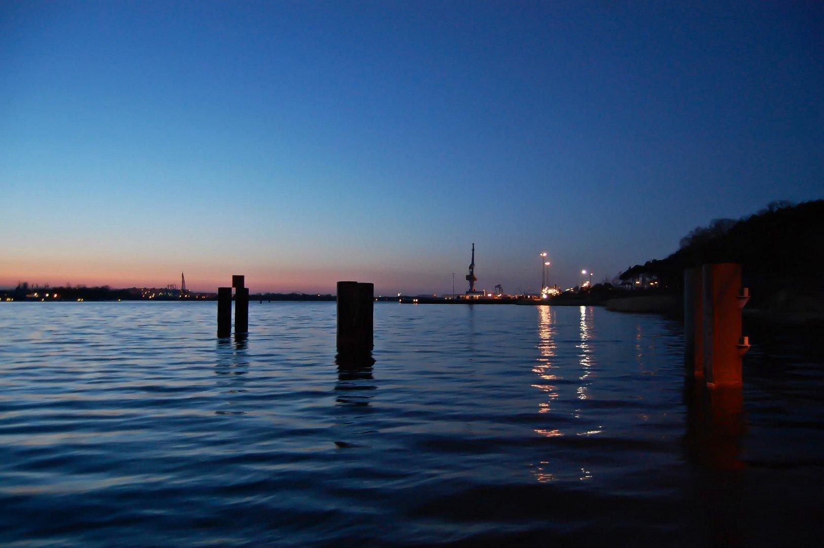 Rostocker City bei Nacht