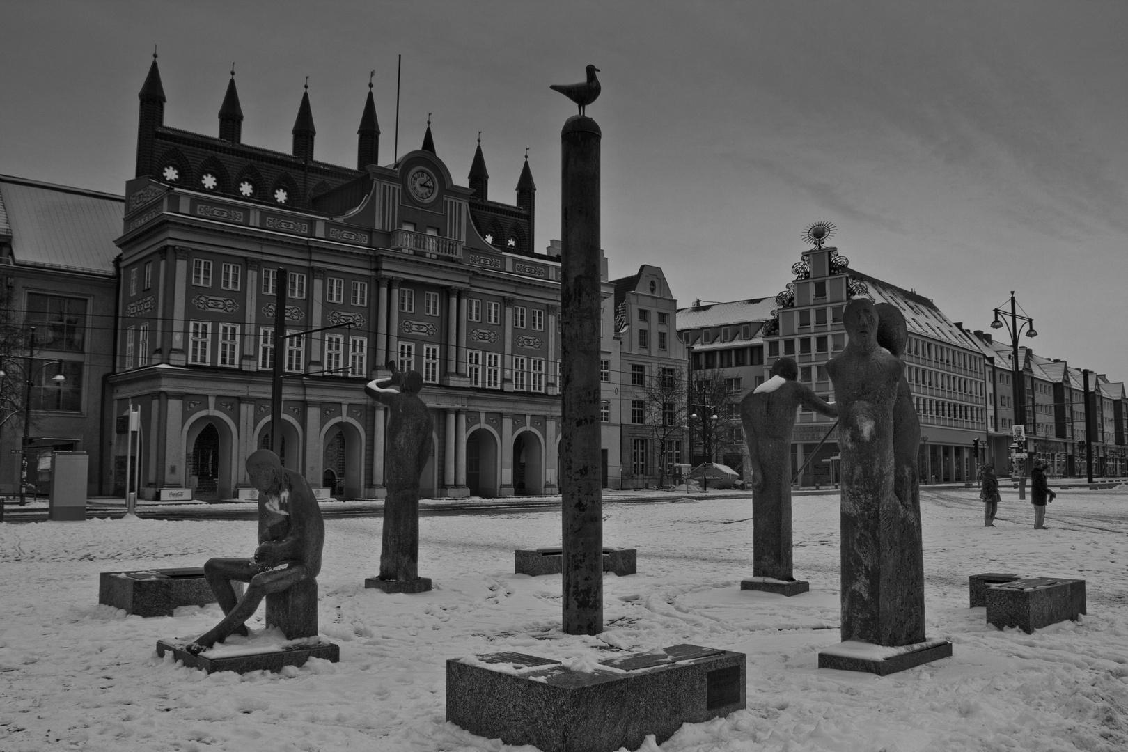 Rostocker Rathaus mit Brunnen