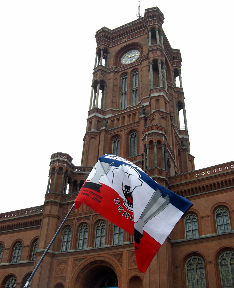Rote Rathaus bei dem Empfang der Berliner Eisbären
