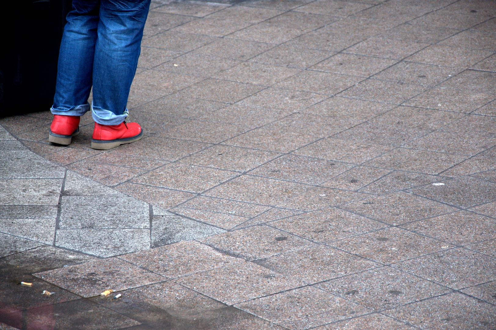 Rote Schuhe der Macht