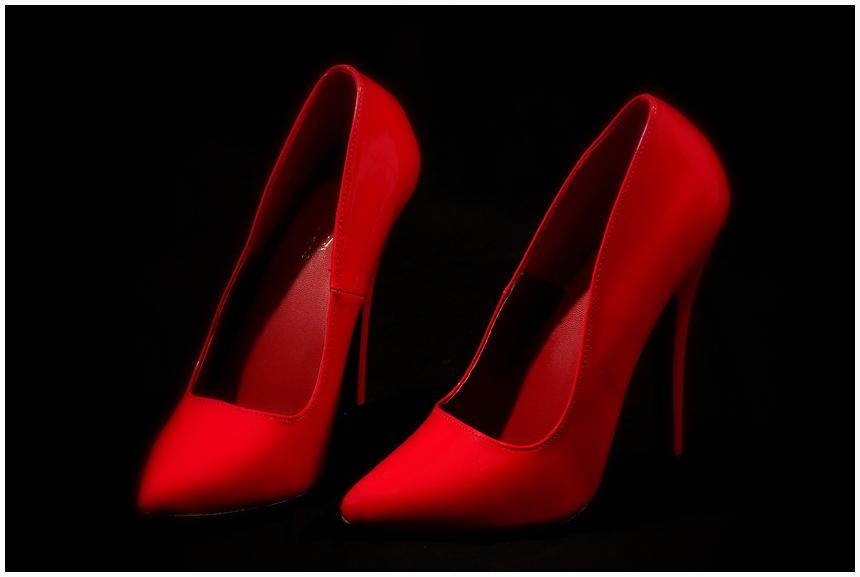 Rote Schuhe I:   es sind doch nur die Schuhe ...