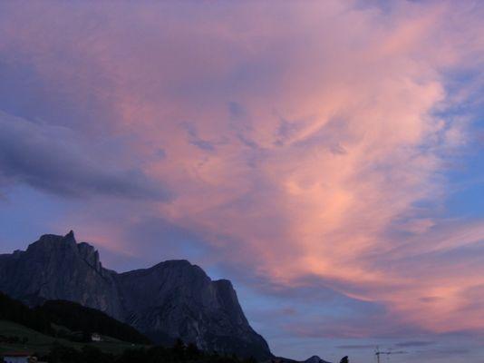 Rote Wolken über´m Schlern