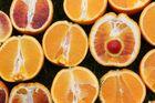 Roter Ballon in der Orange