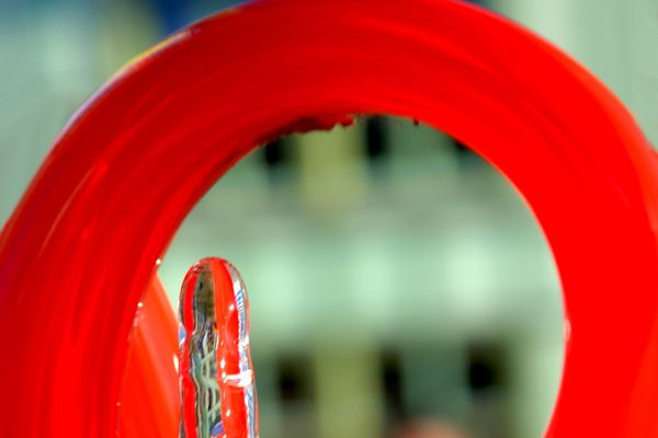 Roter Glasbogen
