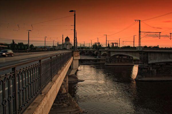 roter Himmel über Dresden - Marienbrücke