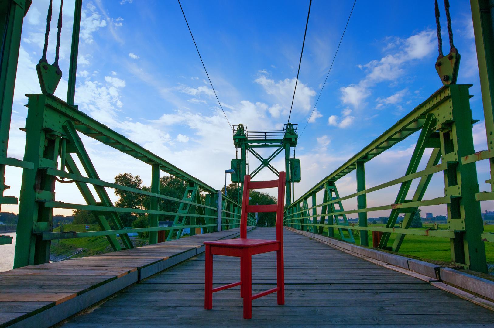 Roter Stuhl VII