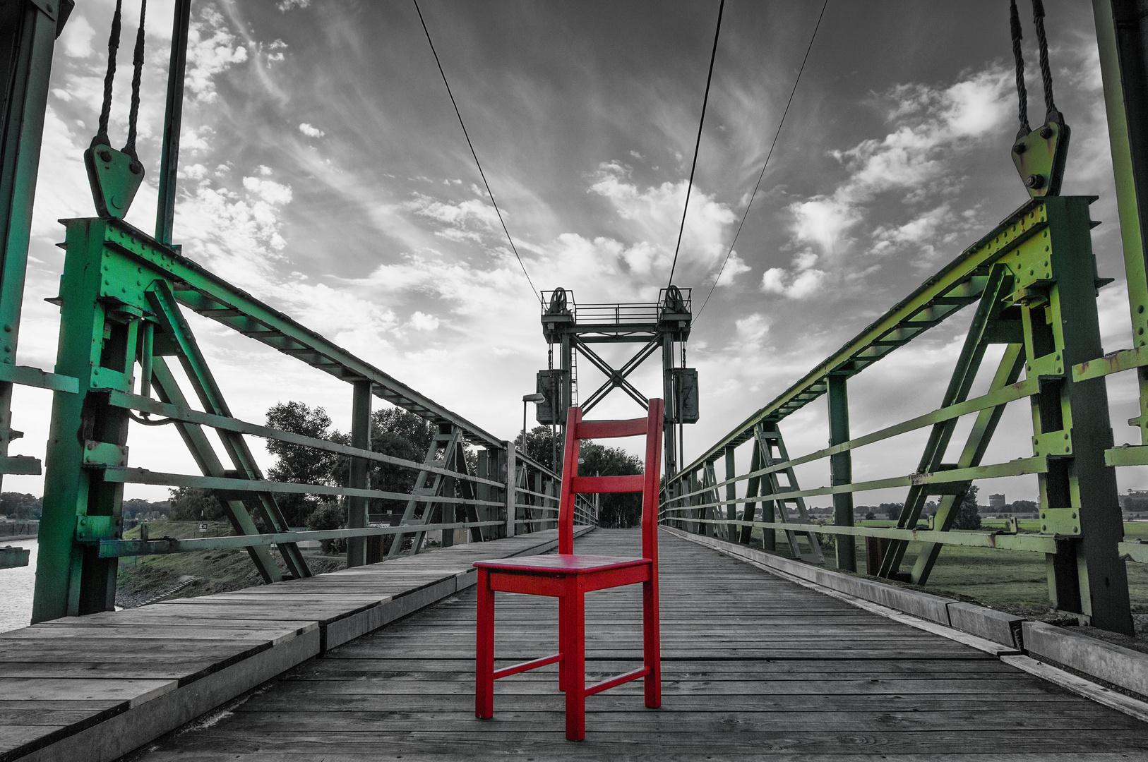 Roter Stuhl VIII
