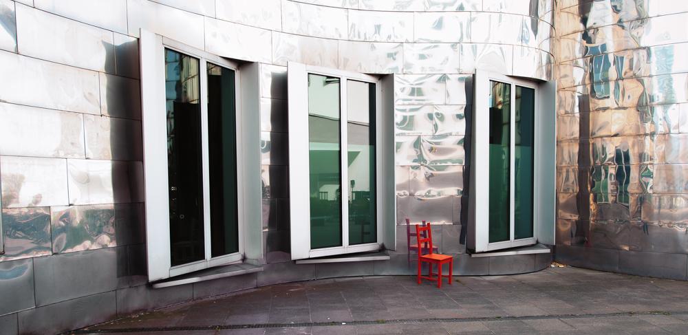 Roter Stuhl XIV