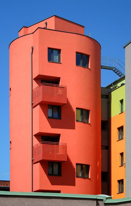 Roter Wohnturm in der Rotenhofgasse