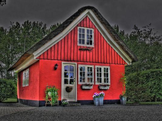 Rotes Reetdachhaus in Ho nähe Blavand