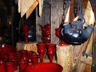 Rotes Steingut-Geschirr mit Flamme II.