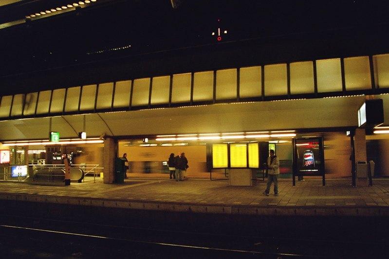 rotterdam centraal at night