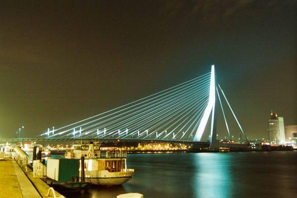 Rotterdamer Hafen bei Nacht