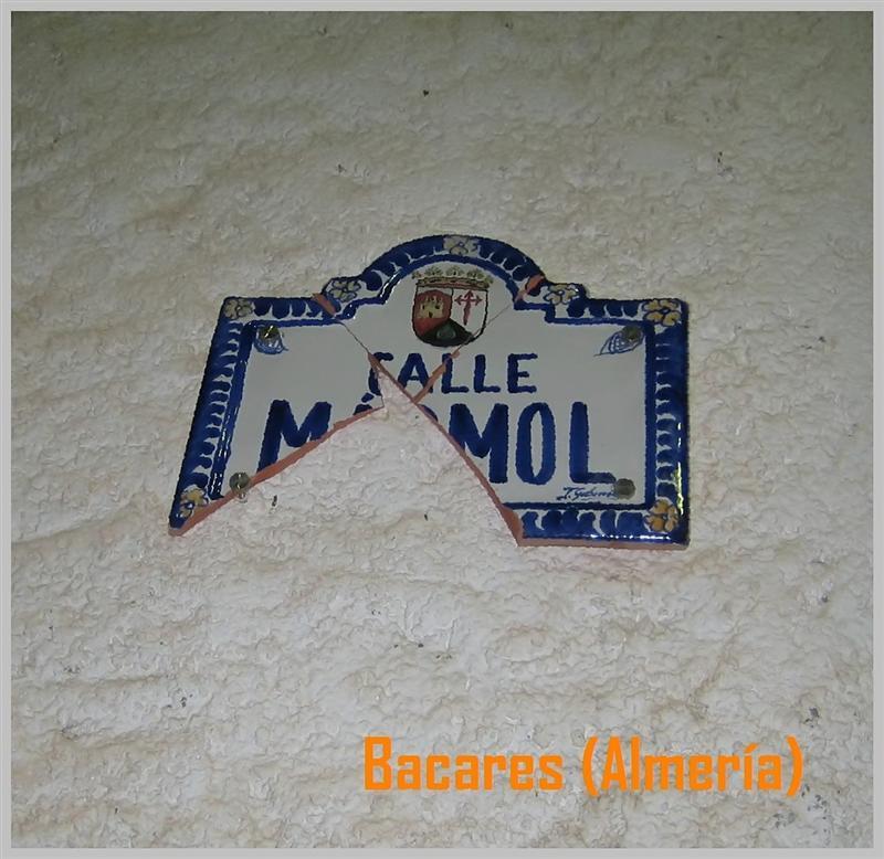 Rótulo de la calle del Mármol...