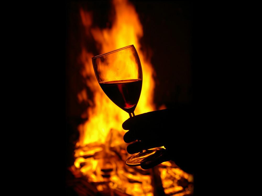 Rotwein bei Osterfeuer