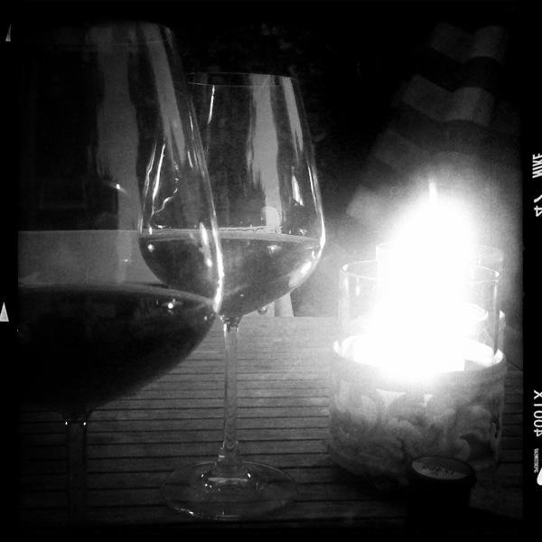 Rotwein im Kerzenschein