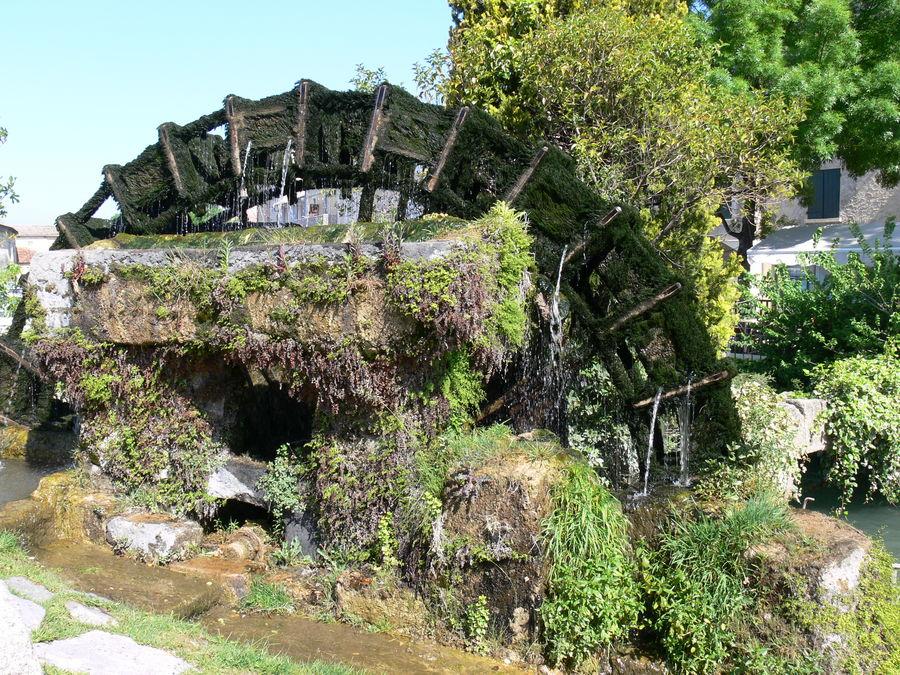 roue à aube à l'Isle sur la Sorgue