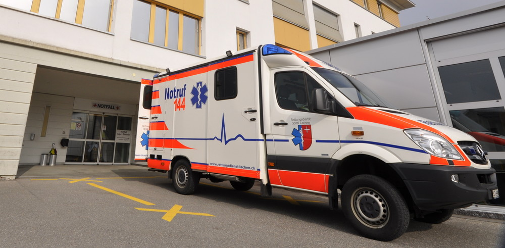 RTW beim Notfall Spital