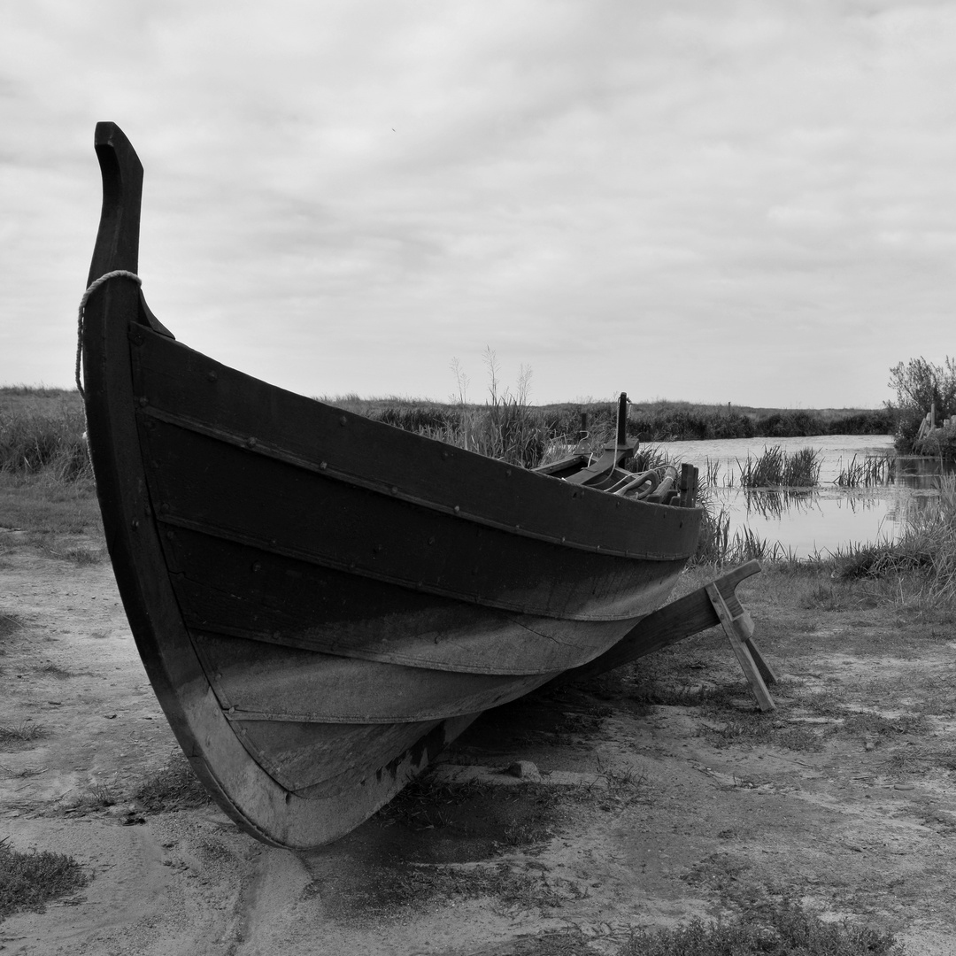 Ruderboot in schwarz/weiß
