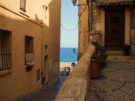 Rue avec vue sur mer