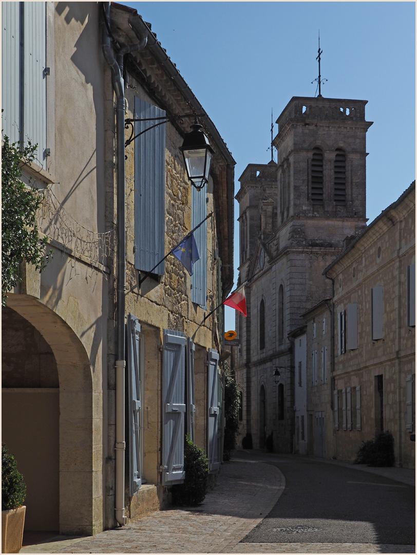 Rue Hector de Galard et mairie de Terraube (Gers)…