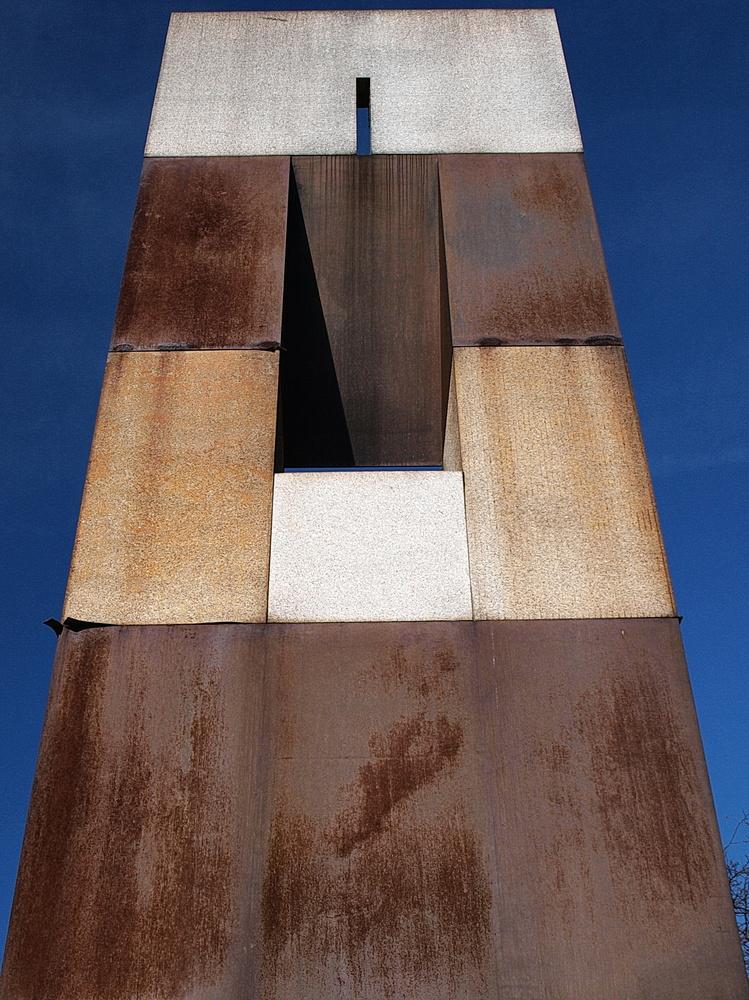 Rückseite der Skulptur