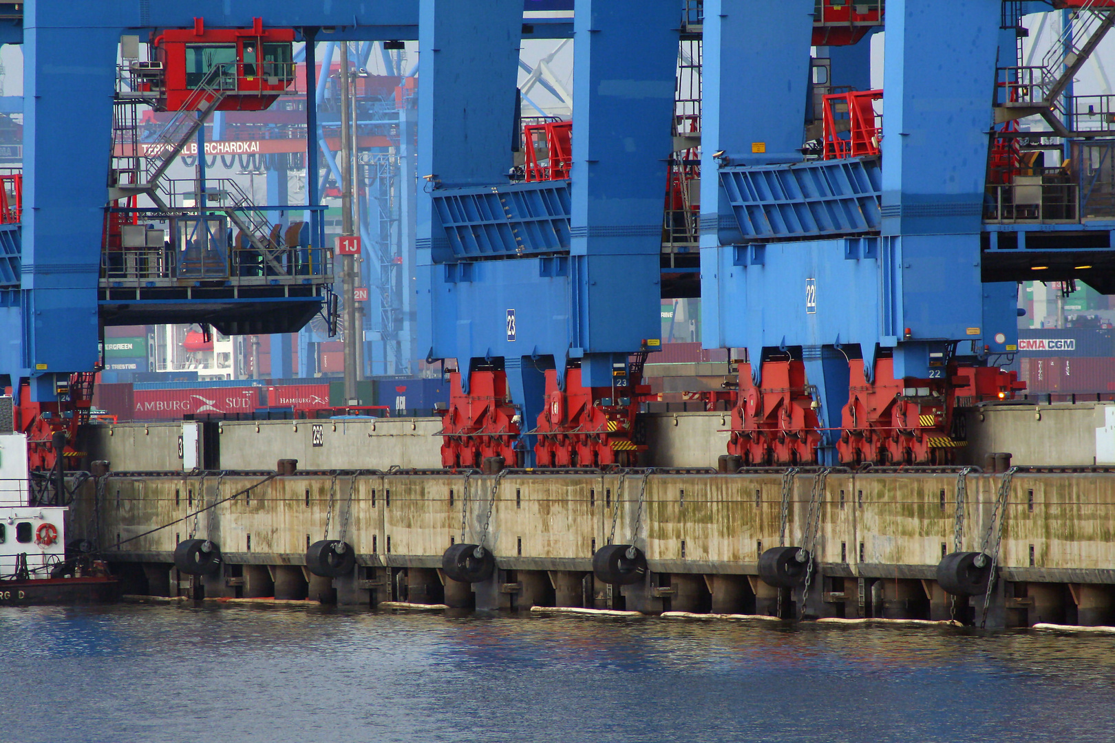 Ruhe im Containerhafen