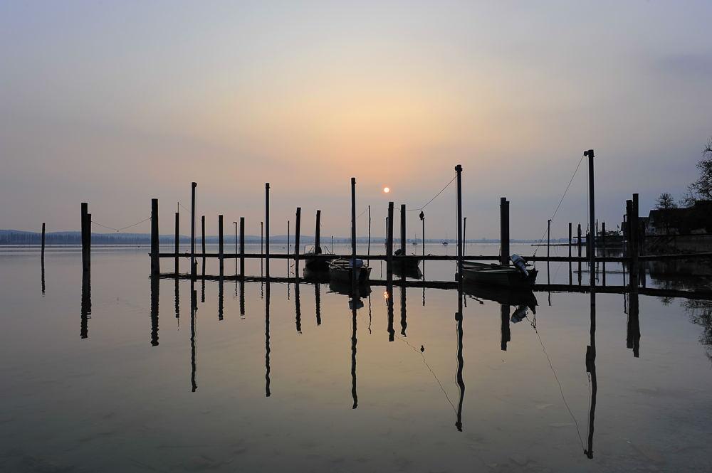 Ruhig und still liegt der See