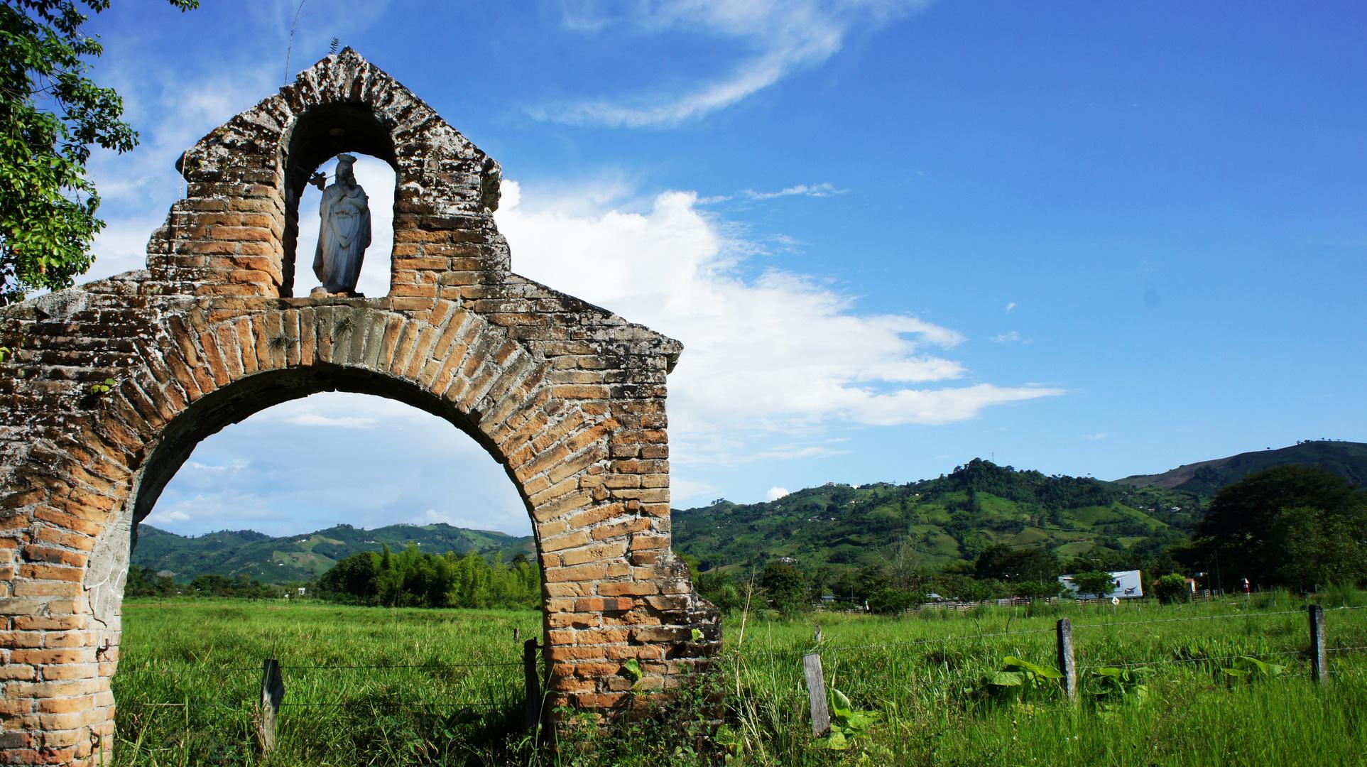 Ruinas Iglesia Via Arauca Caldas, Colombia