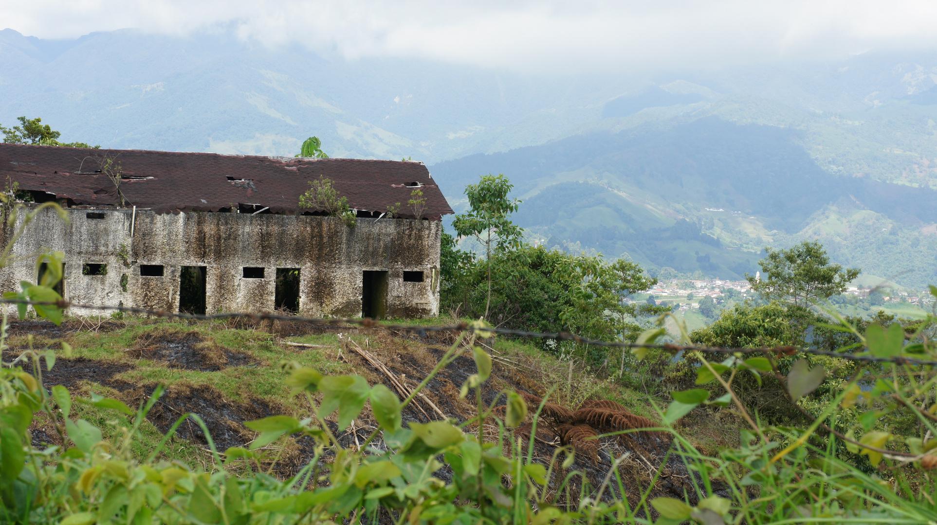Ruinas via Armenia Quindio