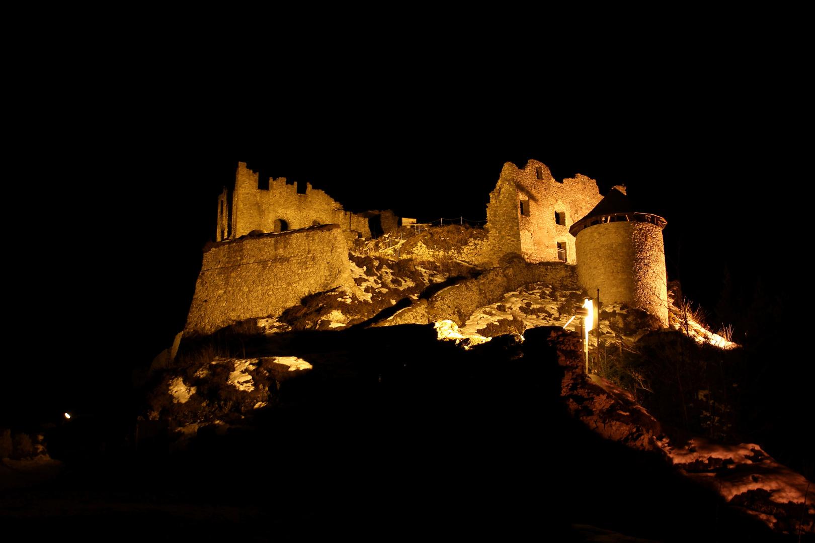 Ruine Erenberg bei Nacht