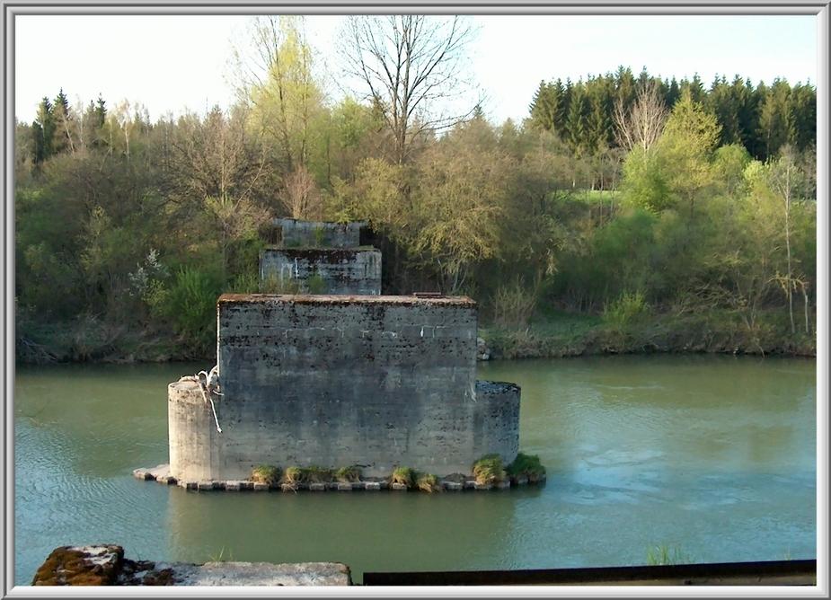 Ruine im Fluß ...