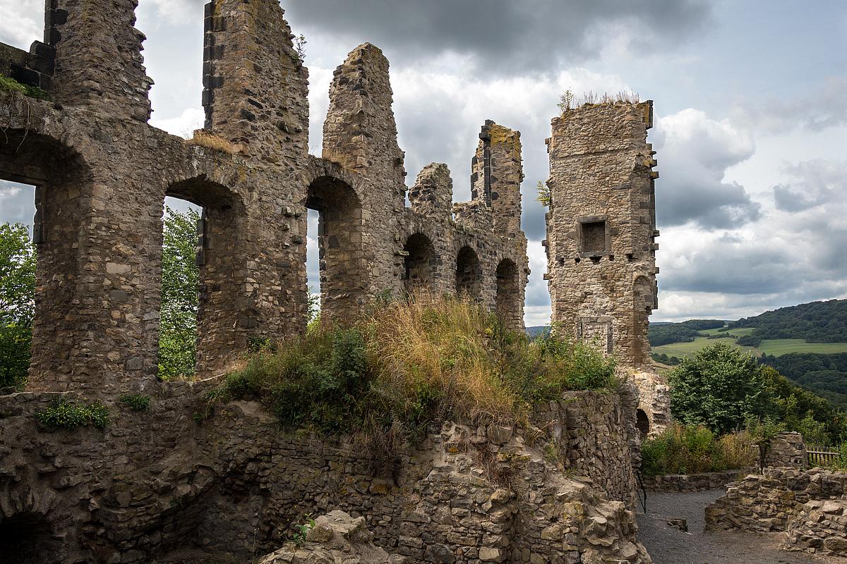 Ruine im Sommer