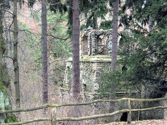 Ruine in einem Park in Weimar