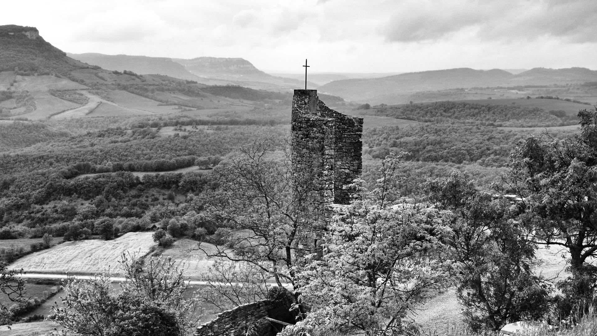 Ruine mit Kreuz