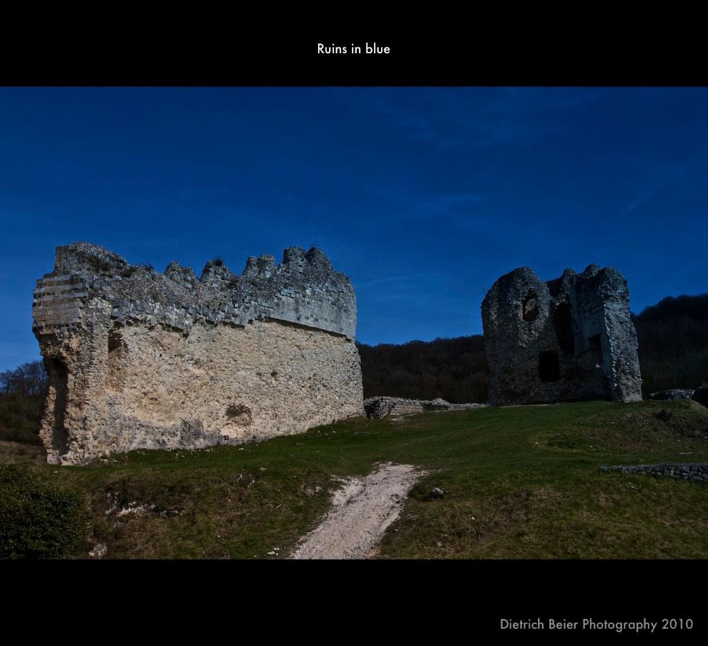 Ruinen in blau