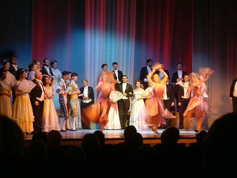 Rumänische Nationaloper tanzt Verdi