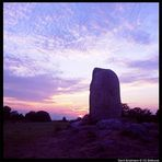 Runenstein im Sonnenuntergang