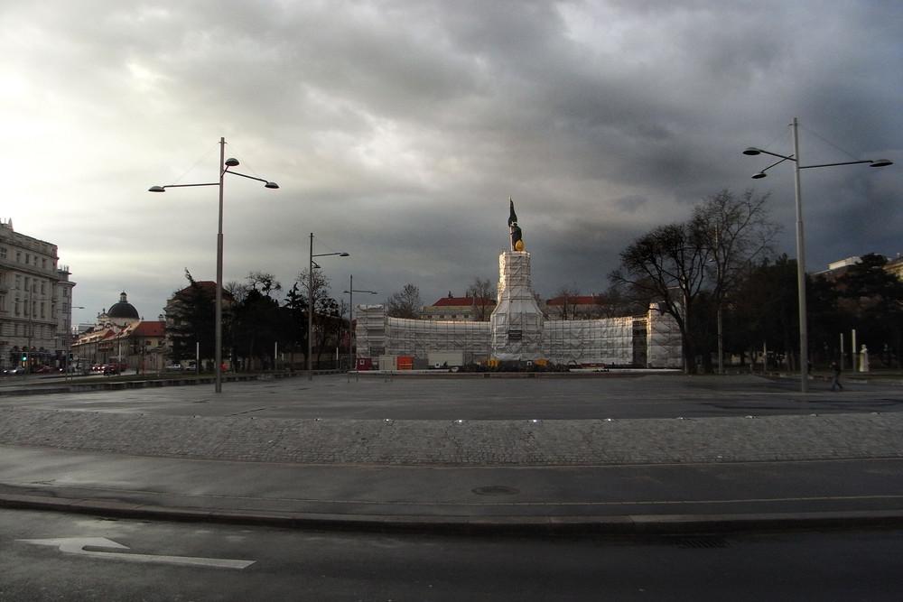 Russendenkmal by Christo und Jeanne Claude