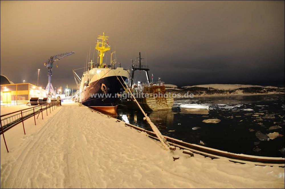 Russische Fischtrawler im Hafen von Kirkeness