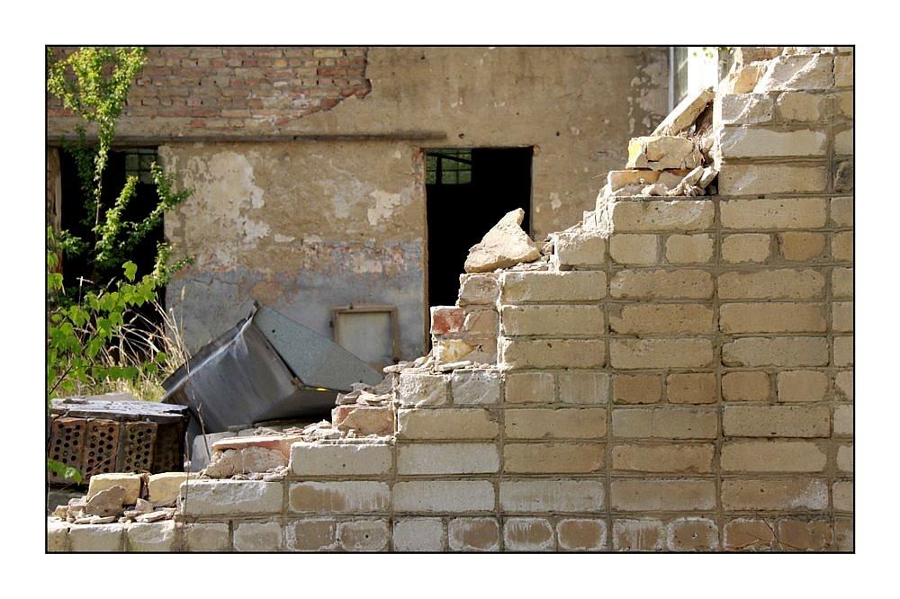 Russische Mauerkunst - Gebaut um zu fallen
