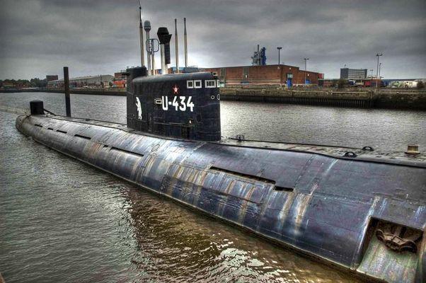 russisches U-Boot im Hamburger Hafen