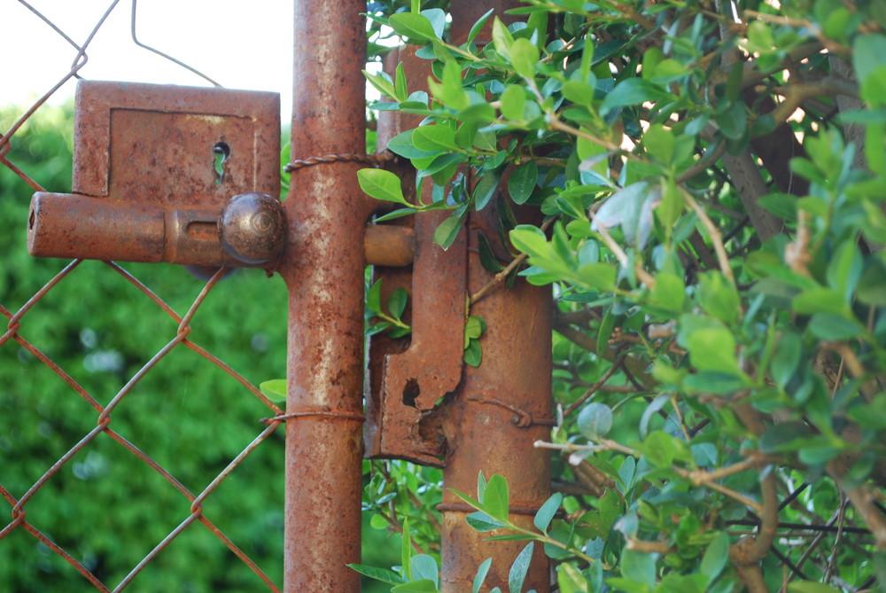 rusty gardendoor