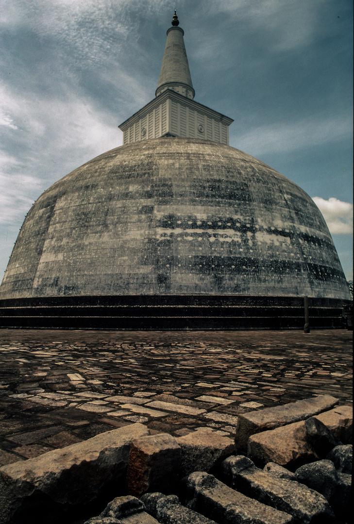 Ruvanvelisaya Dago in Anuranapura