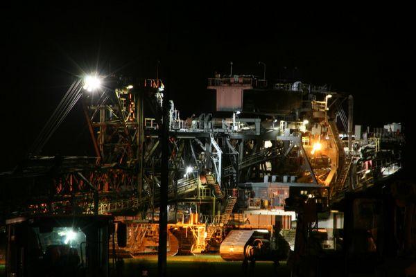 RWE Absetzer 756 at night