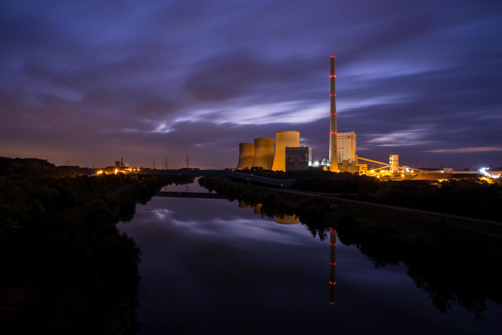 RWE Kraftwerk in Werne bei Nacht