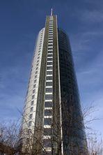 RWE-Tower von Privat-Garten aus